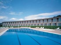 ■夏期限定のホテル屋外プール