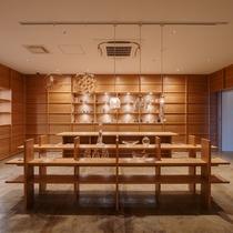 地元のデザイナーによるガラス工芸品などを扱うショップ