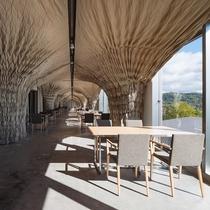 開放的な空間の『EZO Cuisine』