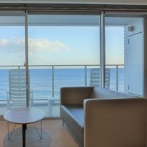 どの部屋からも、全面ガラス窓のオーシャンビューをお楽しみいただけます
