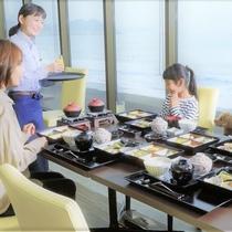 【夕食】今日はわんちゃんも一緒に肩を並べて食卓を囲める。なんだか特別な気分!