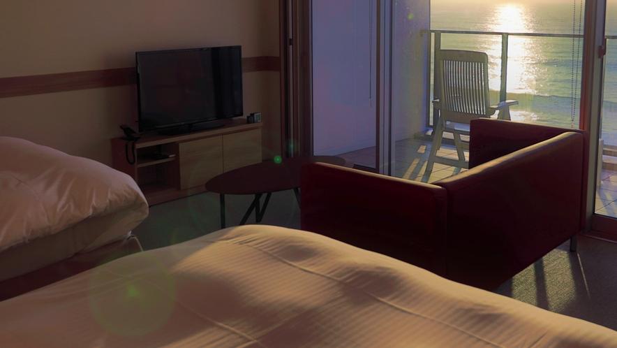 夕暮れ時のお部屋で時が止まったかのような滞在を