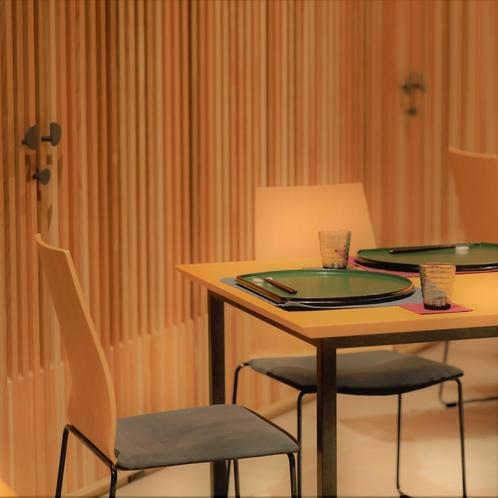 【夕朝食会場】レストラン 夜の様子