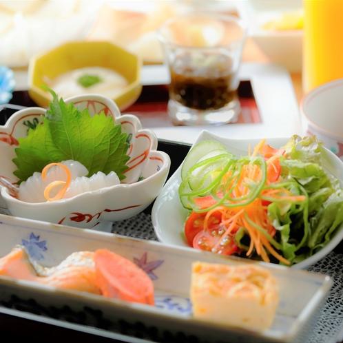 【ご朝食】一例。季節によって食材の変更の可能性があります