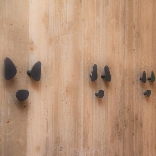 【リードフック】館内のいたるところにあるワンちゃんの鼻の形のリードフック