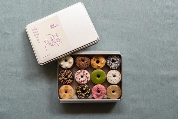 【koe donutsプラン】大人気!有名なドーナツ屋さんのクッキー缶がセット!!