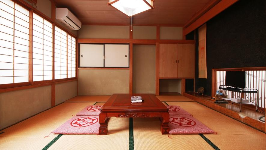 ■【和室10畳】光が差し込む明るい客室です☆空調も完備!