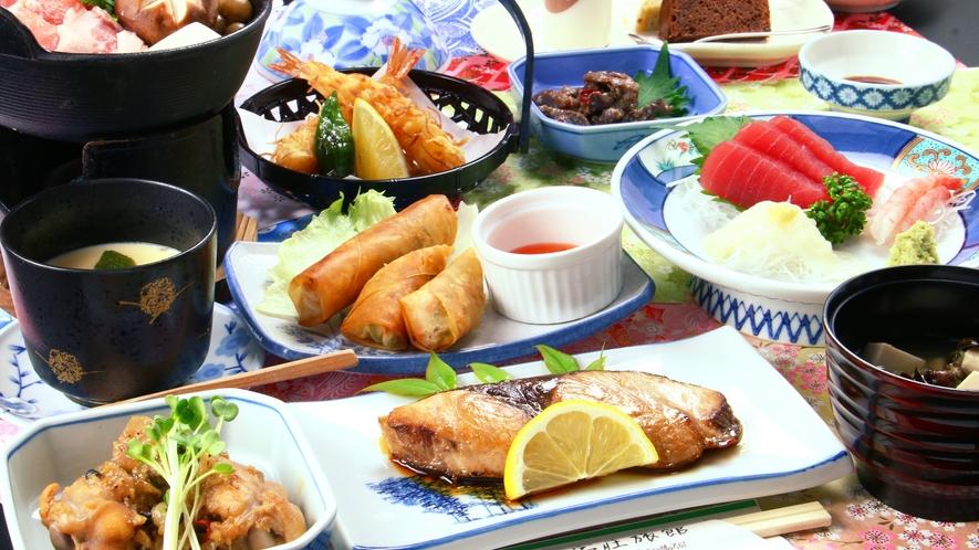 ■【夕食一例】和食とフィリピン料理のコラボは目にも鮮やか☆