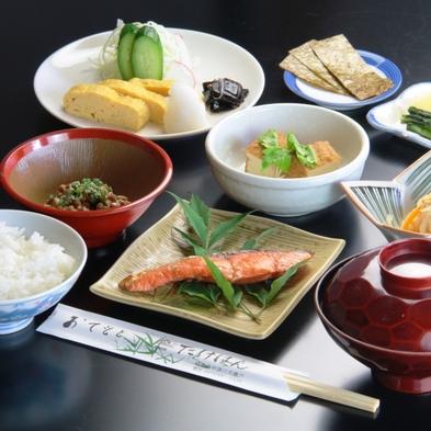 【朝食付】しっかり 和朝食を食べてご出発♪夕食は自由に、ゆったり岩風呂でリラックス!
