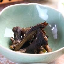 【きのこ料理】小鉢-紫舞茸のごま和