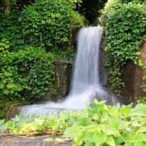 <当館周辺の様子>木曽川湖畔の静かな宿