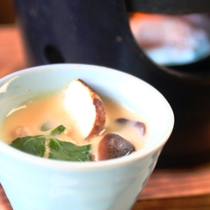 【きのこ料理】蒸し物-茶碗蒸し(白舞茸、松茸、銀杏、みつ葉)