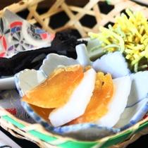 【きのこ料理】前菜-香茸、カラスミ、栗の毬上げ