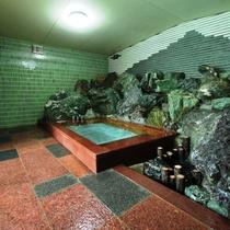 <お風呂の様子>※浴槽が1ヶ所の為、家族風呂で交代制になります。