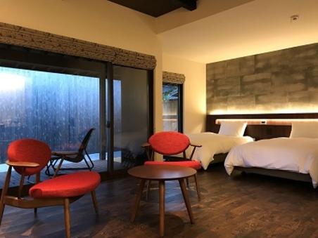 お部屋四番 半露天風呂付離れ客室 リビング+ベッドルーム