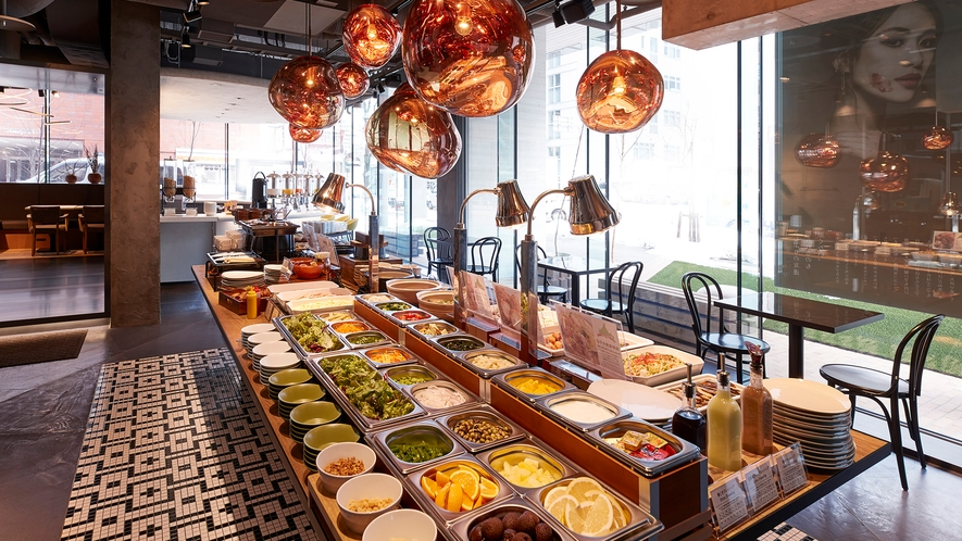 【朝食】1階レストラン(ビュッフェ台)