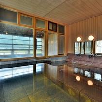 露天風呂に続く大浴場。サウナも併設。(男湯)