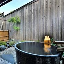 「露天メゾネット」の客室専用露天風呂の一例