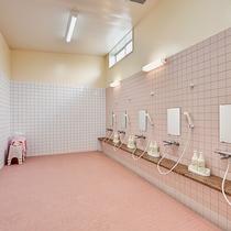 *【大部屋用/大浴場(女性)】シャワーは5人まで同時に使えます