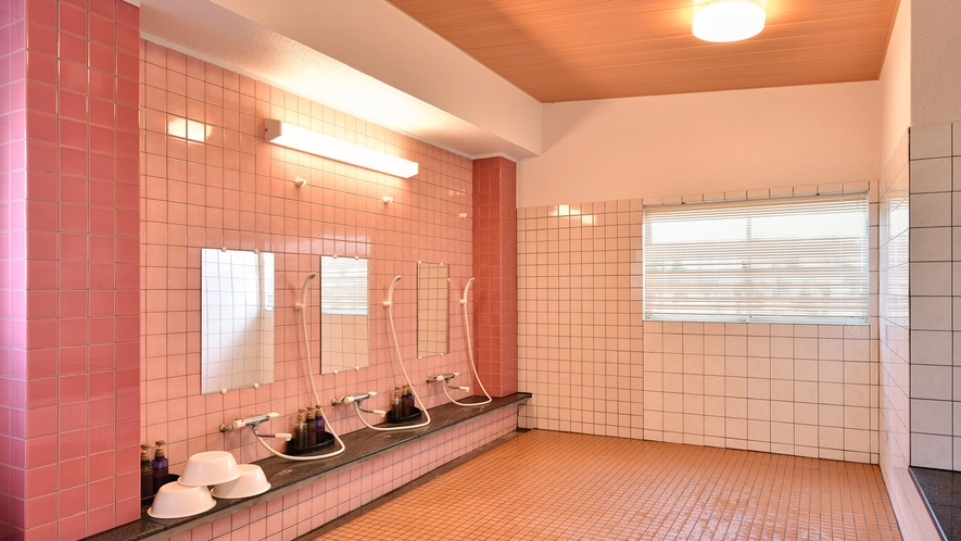 *【喜水館/大浴場(女性)】シャワーは3台です