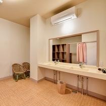 *【喜水館/大浴場(女性)】脱衣所 空調も完備しております