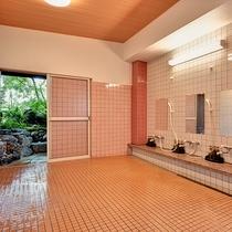 *【喜水館/大浴場(男性)】シャワーは4台です