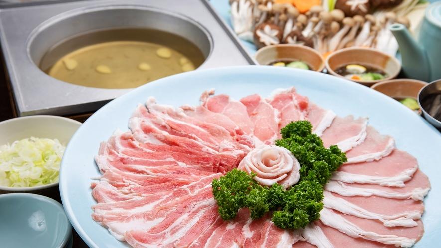 *【夕食一例】しゃぶしゃぶ(4人前)柔らかく甘みのある黒豚をお召し上がりください