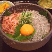 *ご夕食例:新鮮な駿河湾産桜えびと生しらすの丼