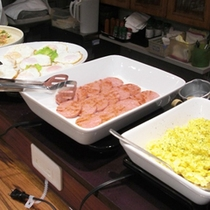 *【朝食】バイキング形式でご提供します。