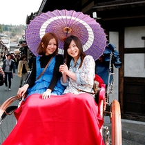 人力車! 飛騨高山の古い町並をいつもと違う散策方法も良いですね!