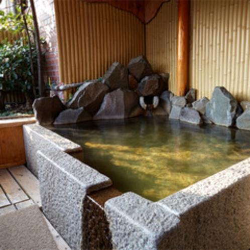泉の間の客室露天風呂