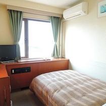 *シングルのお部屋。清潔感あるお部屋でゆっくりおくつろぎください。