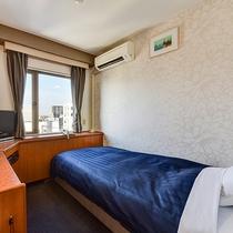 *シングルC/約11.3平米、ベッド幅110×195、エアコン個別型、冷蔵庫、BS液晶テレビ