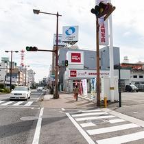 *駅から車ルート①高千穂通りからカメラのキタムラがある交差点をカメラのキタムラ側に曲がります