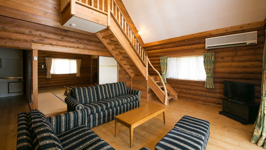 コテージ:1階はリビング+和室、2階はベッドルーム。広々としてゆったりお過ごし頂けます。