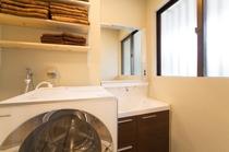 洗面台とドラム洗濯乾燥機