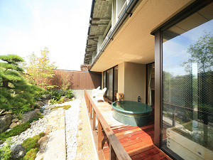 風の棟1階【露天風呂付き】特別和洋室の庭園&露天風呂