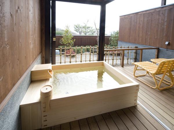 風の棟【露天風呂付】和室10畳の露天風呂(一例)