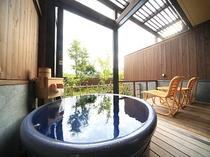 風の棟【露天風呂付】和室10畳の露天風呂【陶器の風呂】(一例)