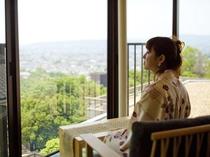 奈良市街が一望できるロビー♪