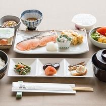 *朝食一例/焼き魚や卵焼き、サラダなど栄養たっぷりの和定食