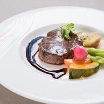 *夕食一例/厳選した旬の食材を活かしシェフが腕をふるう創作フレンチコース