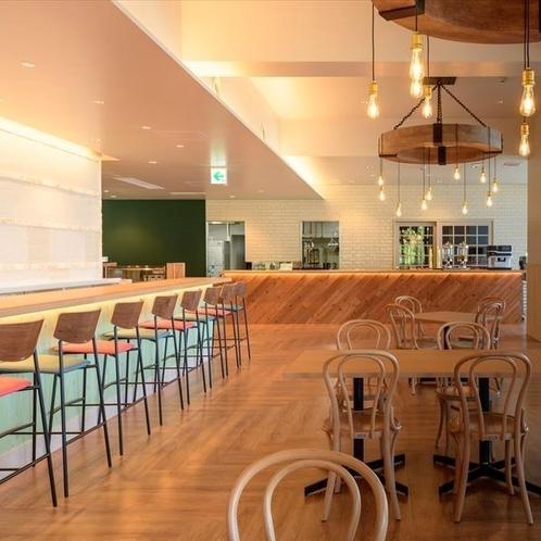 明るく開放的なレストラン