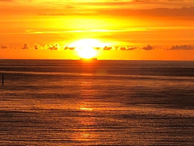 真栄田ビーチ51崖の上から夕日