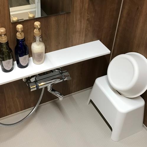風呂椅子・湯桶もある広い洗い場