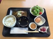 日替わり朝食(カレイの煮付け)