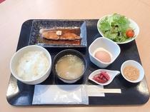 日替わり朝食(ブリの照り焼き)