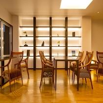 ラウンジ お席はお客様の人数に応じてセット致します。