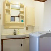 *[洗面台]洗濯機(洗剤あり)も完備しております