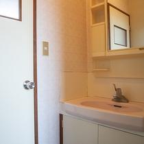 *[洗面台]1階.2階共に完備しておりますのでグループ利用でも安心